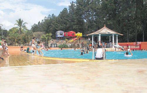 La pagoda un para so para los ni os critica - Toboganes para piscinas baratos ...