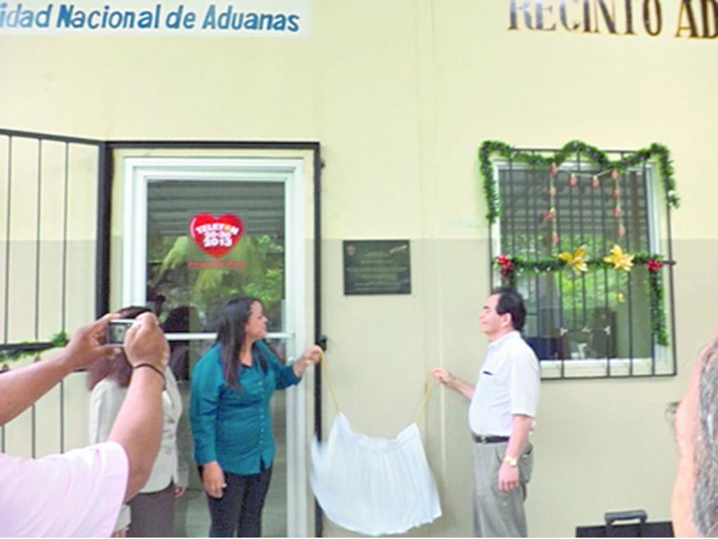 inauguran oficinas de aduanas critica