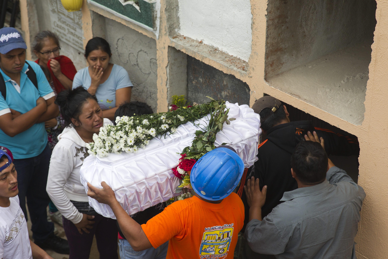 Suben a 48 los muertos por alud en Guatemala