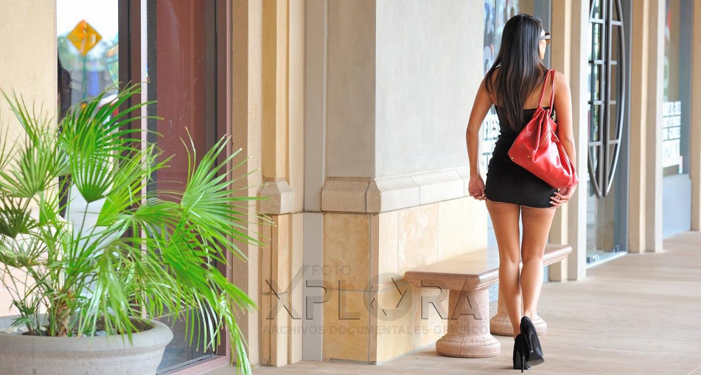Mi esposa en la calle sin calzones mujer en minifalda for En la calle sin ropa interior