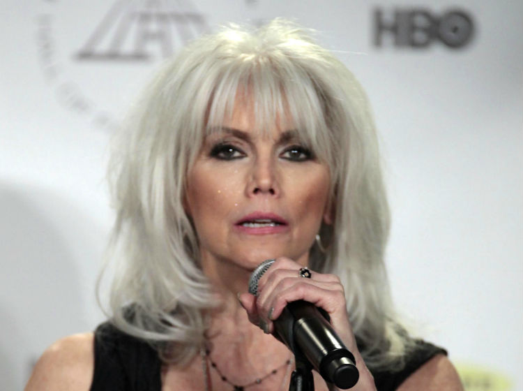 Artistas country critican ley anti-LGBT   Critica Emmylou Harris In Nederland In 2018