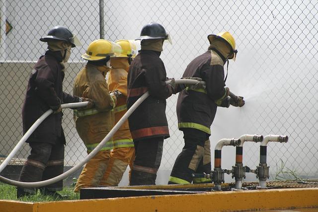 ¡Última hora! #30Oct Reportan incendio en refinería de Puerto La Cruz