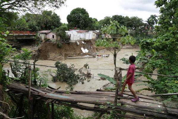 COE mantiene niveles de alerta para 17 provincias; disminuyen desplazados por lluvias