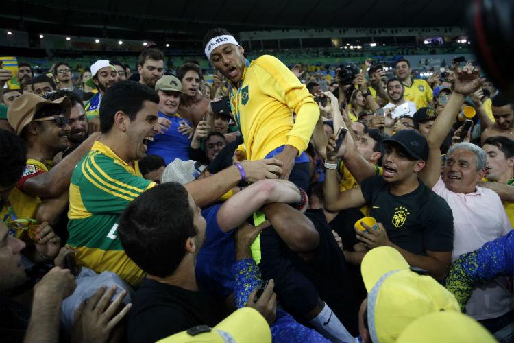 Hombre irrumpe fiesta en Brasil y mata a 11 personas