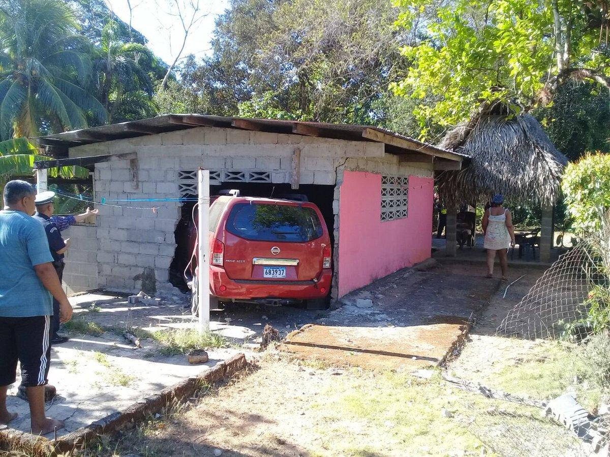 Metió el carro dentro de una casa de Guarumal - Crítica