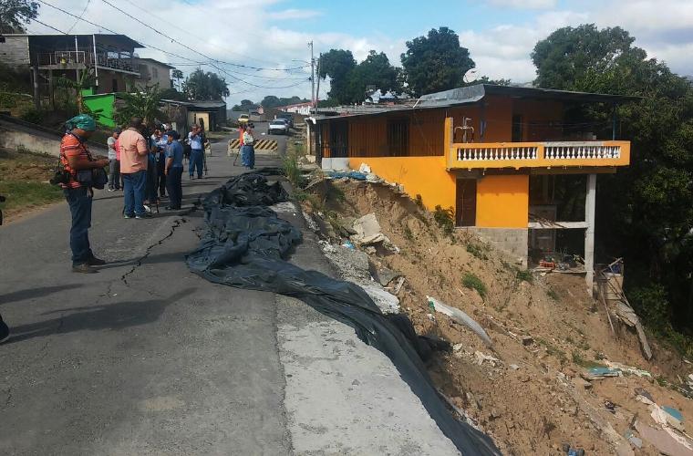 Moradores de villa milagros temen otro desastre critica for Villa milagros