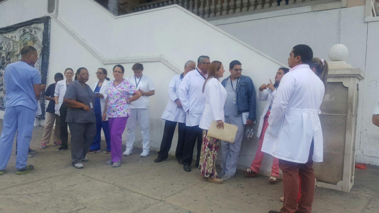 Médicos y admistrativos del Hospital San Miguel Arcángel suspenden paro