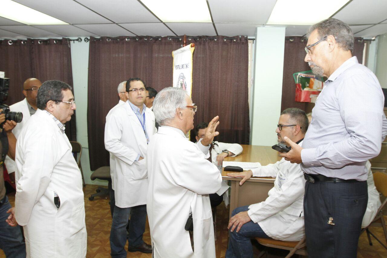 Médicos internos y residentes de la CSS levantan paro
