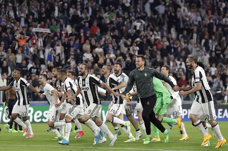 Roma venció a Juventus y postergó la definición