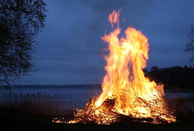 Hombre se rocía de gasolina y se prende fuego