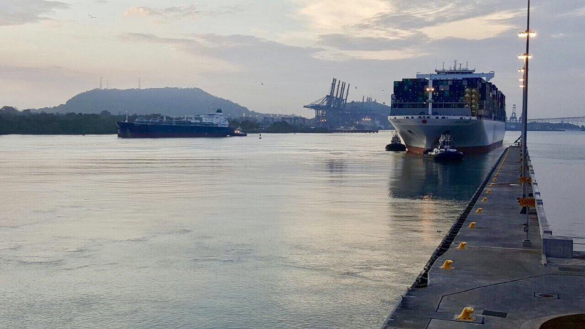 Portacontenedores rompe récord en el Canal de Panamá — PANAMÁ