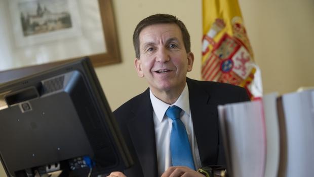 Dimite en España fiscal anticorrupción luego de admitir que tenía sociedad 'offshore'