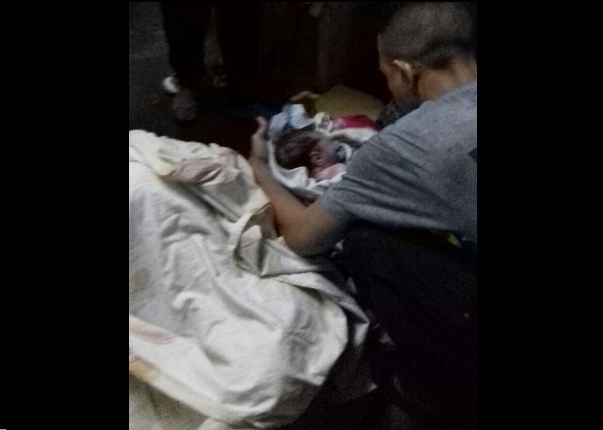 Bebé nace en sala de guardia de Divalá - Crítica