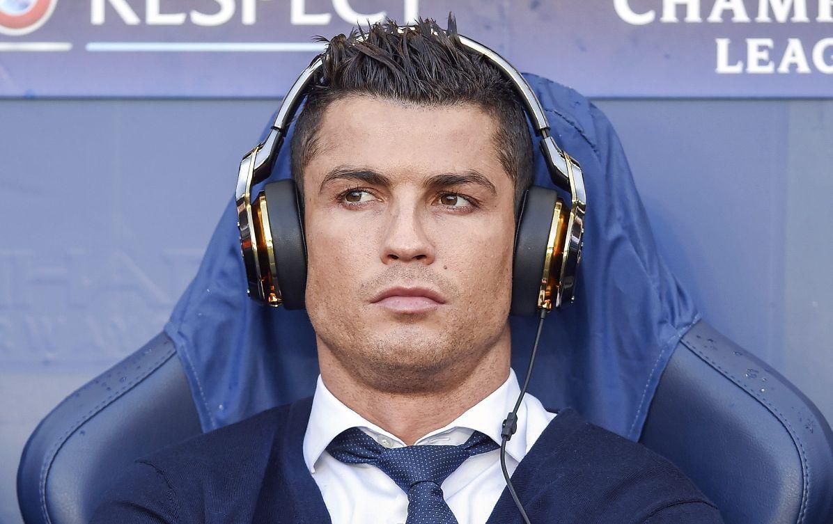 Defensa de Cristiano Ronaldo habría falsificado un contrato