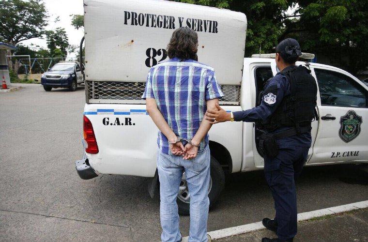 Detienen a reportero que tomaba fotos con dron en Nunciatura en Panamá