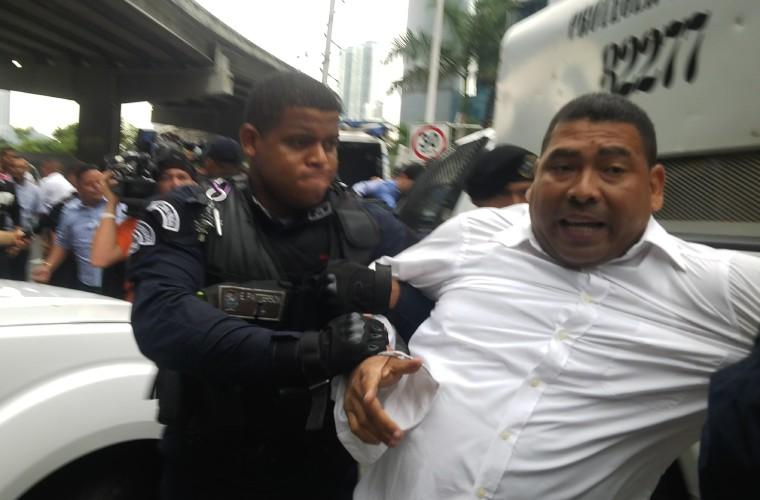 Enfrentamientos entre transportistas y policías en Paitilla