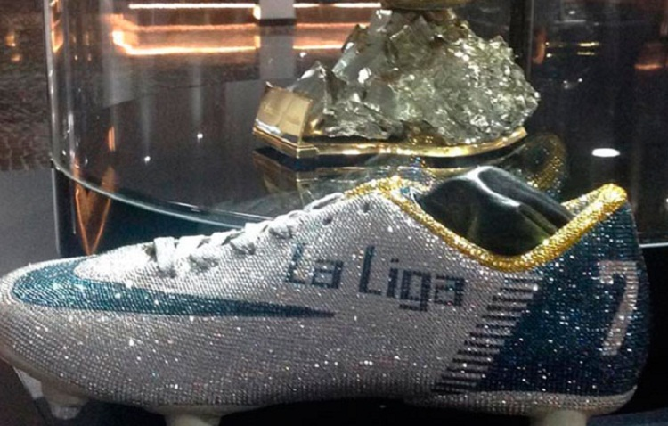 Cristiano Ronaldo tiene sus botines de diamantes