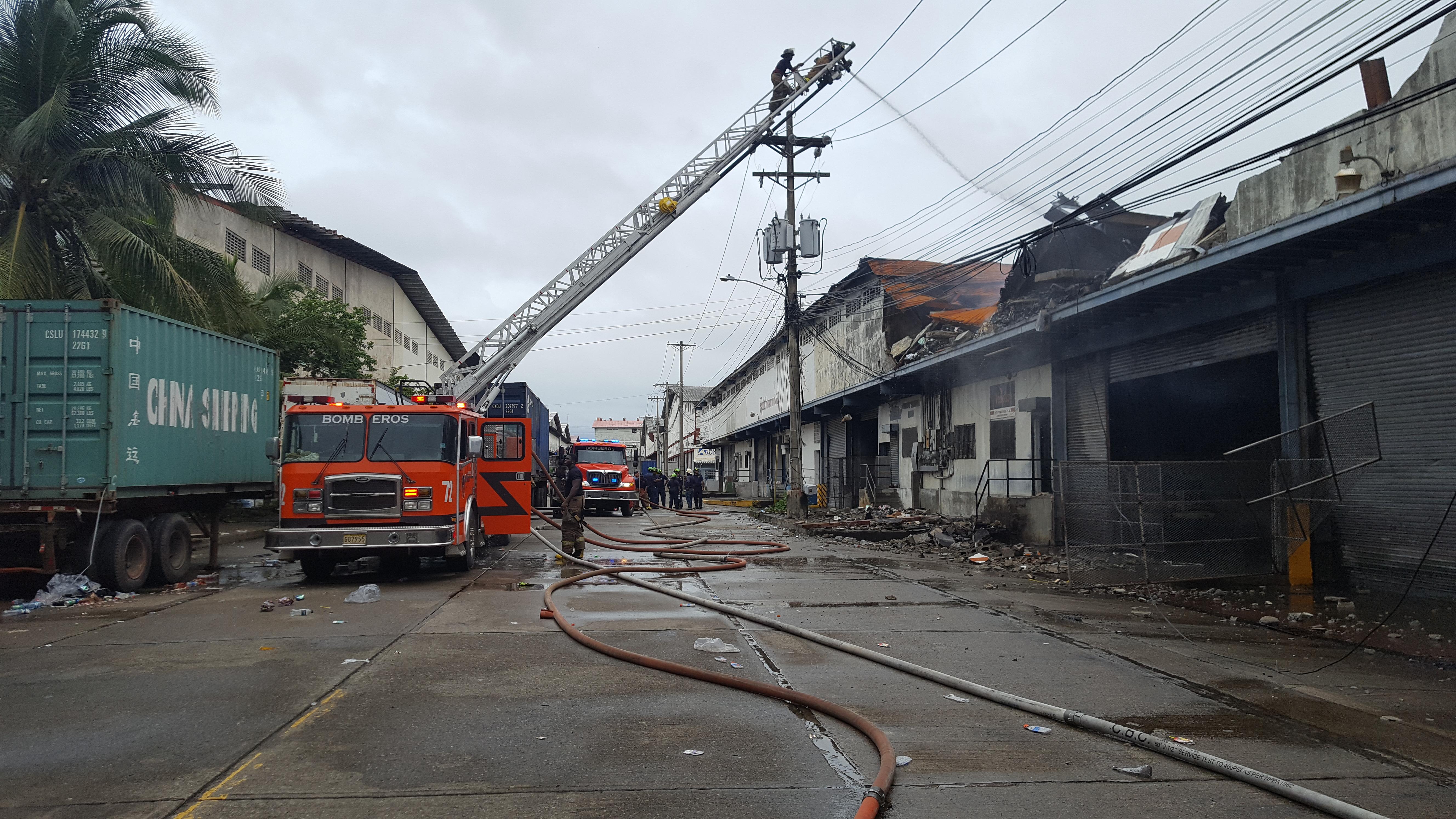 La ZLC sigue evaluando afectaciones por incendio en bodegas en el área de France Field