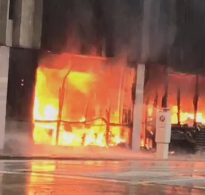 Fuerte explosión sacude un edificio del centro de Houston #VIDEO