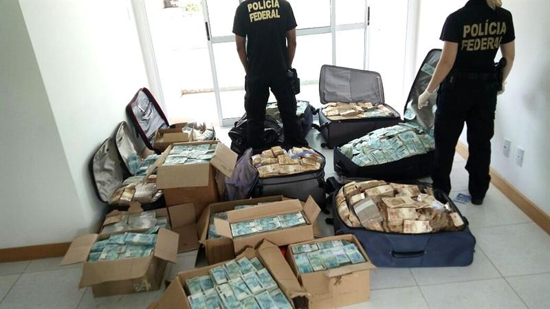 Encuentran dinero en departamento de excolaborador de Michel Temer
