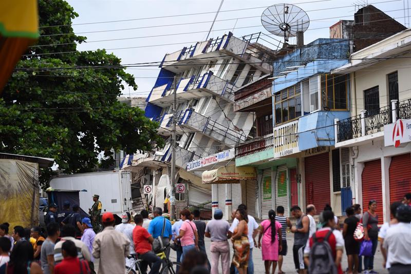 Aumenta cifra a 61 muertos tras sismo de 8.2 grados