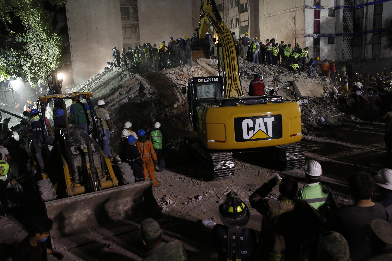 Rumbo a México rescatistas panameños