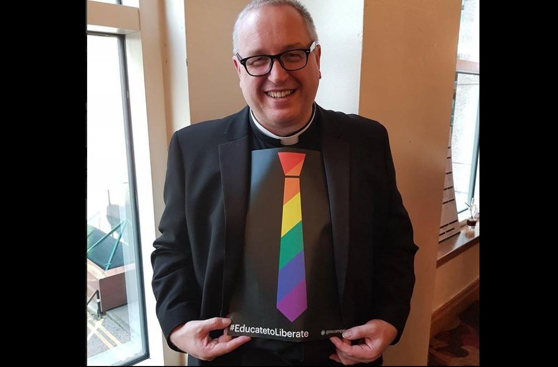 Un cura pide rezar para que el príncipe George sea gay