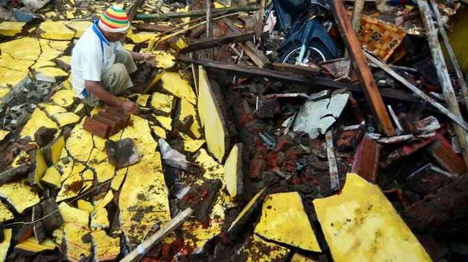 Un muerto en Indonesia tras poderoso sismo de magnitud 7,3