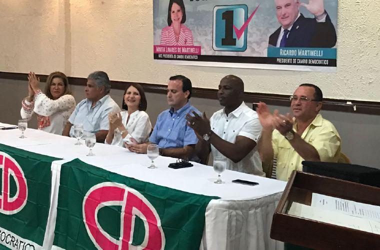 'El Loco' pide votar por Alma para secretaria general de CD