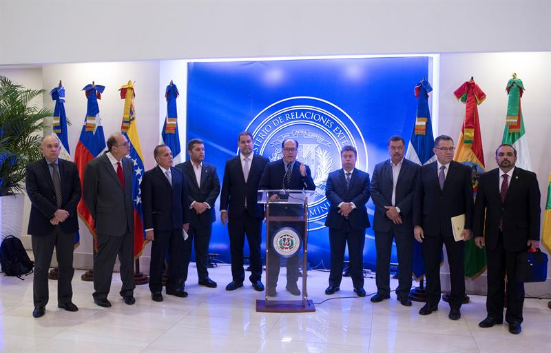 Gobierno y oposición de Venezuela continúan diálogo en Santo Domingo