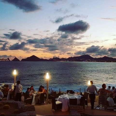 Vista general de un atardecer desde el Restaurante Sunset Mona Lisa, en Los Cabos, en el estado de Baja California (México). EFE