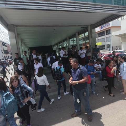 La falta de fluido eléctrico afectó las funciones del Metro de Panamá, por lo que sus representantes pusieron en marcha su protocolo de seguridad.  /  Foto: Roberto Barrios