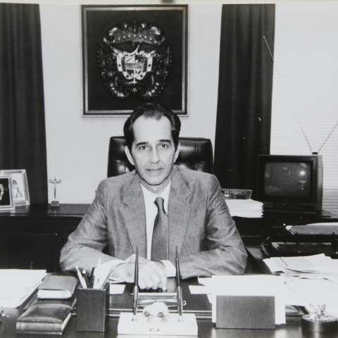 Fue profesor de Filosofía Medieval en la Universidad de Panamá y también dirigente del partido Demócrata Cristiano.