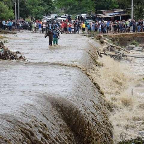 Iota deja al menos 26 muertos y devastación en Centroamérica y el Caribe