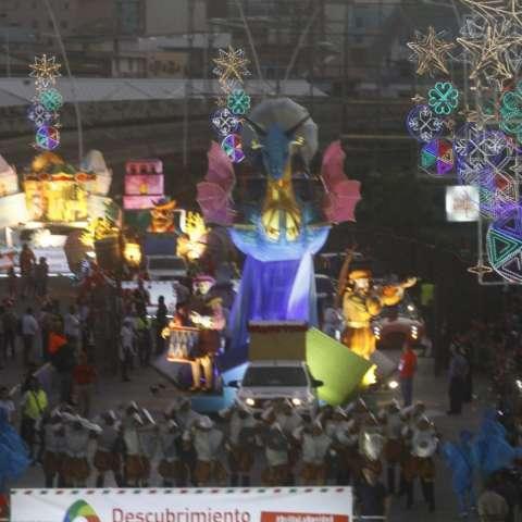 Niños y adultos se dieron cita la tarde de este domingo en la Cinta Costera para disfrutar el desfile 'Brilla la Navidad 2018', organizado por la Alcaldía de Panamá. Fotos: Edwards Santos