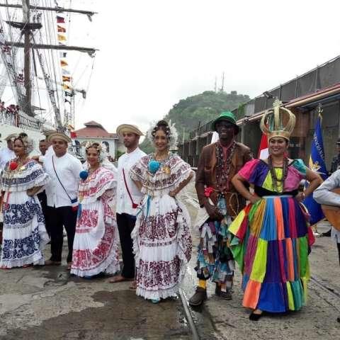 Encuentro de culturas e intercambio de conocimientos profesionales entre los países participantes. Panamá los recibe con los brazos abiertos buques Escuelas de las Armadas de los países de Latinoamérica que participar en el  evento Velas Latinoamericana.