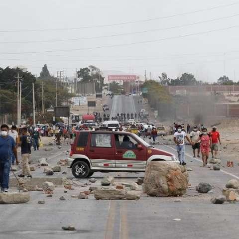 enfrentamientos  campesinos policías Perú efe