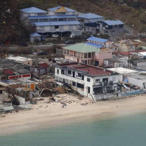 Vista aérea de las casas destruidas por Irma en las islas caribeñas francesas de San Martín.  /  Foto: AP