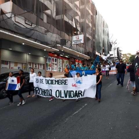 Organizaciones populares realizan marcha en El Chorrillo, en conmemoración del 20 de Diciembre de 1989. /  Foto: Frenadeso