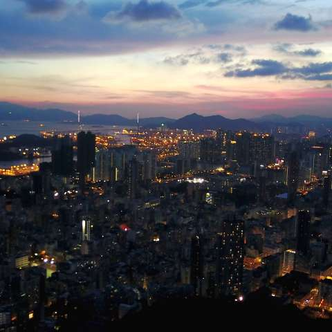HONG KONG, junio 12, 2017 (Xinhua) -- Imagen del 11 de junio de 2017, de la vista aérea del paisaje de Hong Kong, en el sur de China. Este año se celebra el 20 aniversario del regreso de Hong Kong a la madre patria. (Xinhua/Qin Qing)