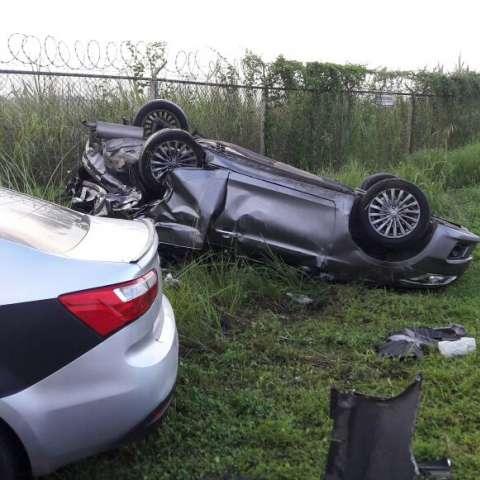 En el lugar también se encontraba otro vehículo, pero se desconoce si está o no involucrado en el suceso.  /  Foto: @BCBRP