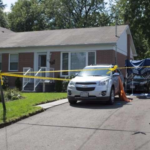 Tres personas fueron asesinadas en la vivienda un día antes, en lo que la policía canadiense consideró homicidios en los que pudo haberse utilizado una ballesta. (Chris Young/The Canadian Press vía AP)