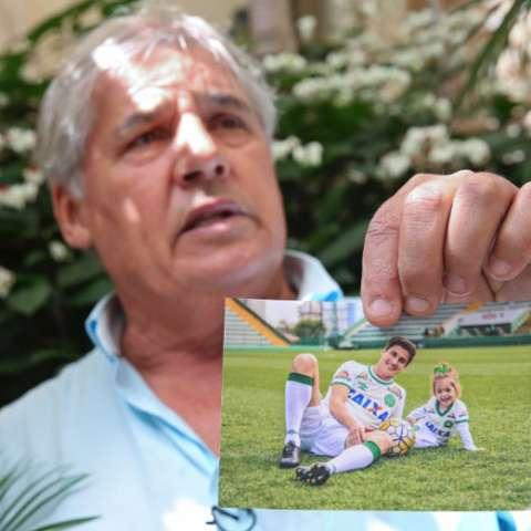 Osmar Machado, padre del defensor Filipe. Foto AP