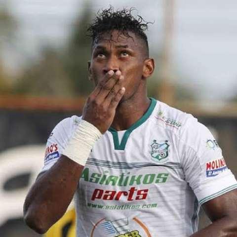 Richard Dixon juega su primera temporada en el fútbol de Honduras. Foto Cortesía Diario Diez