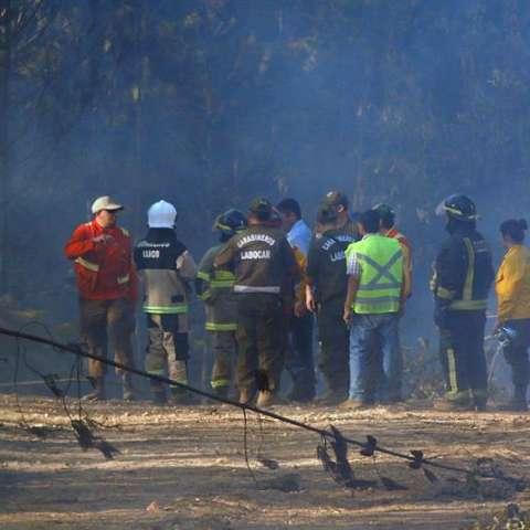 Tras el accidente que costó la vida a los brigadistas, el resto del personal fue retirado del área del incendio, que es combatido solamente con medios aéreos,.  /  Foto: EFE