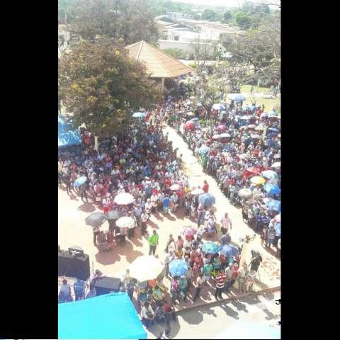 Cientos de campesinos llegaron al Parque 15 de Enero desde lugares de difícil acceso.  /  Foto: Elena Valdez