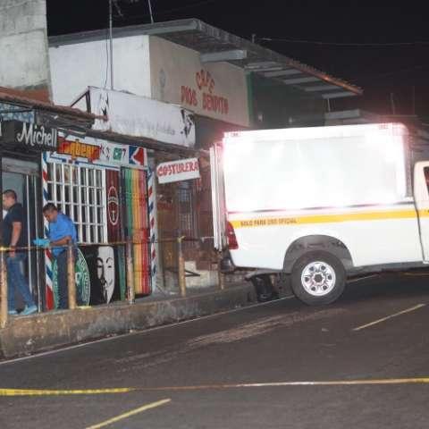 En el mobiliario quedó el rastro de las balas asesinas. Foto: Alexander Santamaría.