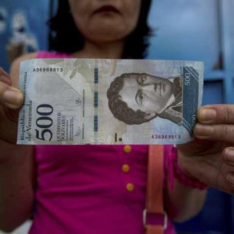 El Fondo Monetario Internacional estimó que la inflación en Venezuela podría alcanzar este año los cuatro díg/itos.  /  Foto: Ap