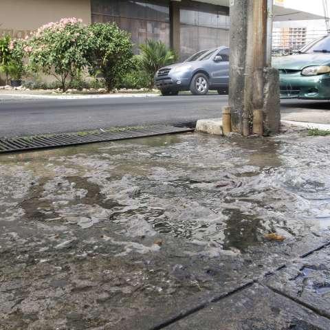 Aguas servidas.  /  Foto: Edwards Santos