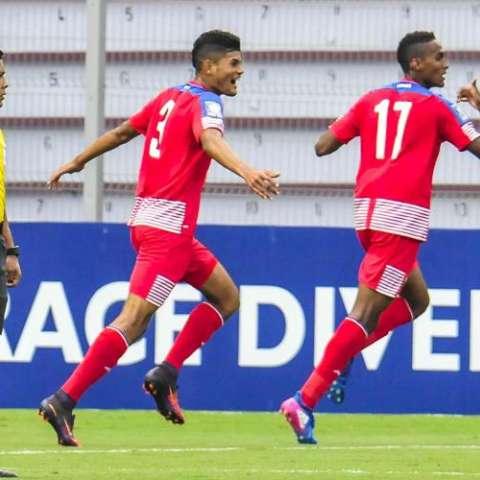 Leandro Ávila (17) dio la victoria a los panameños. Foto:EFE